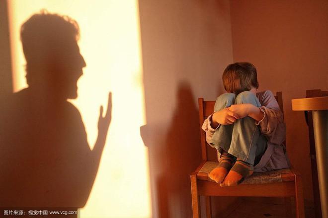 """Bố tức giận đánh vào mông con khiến đứa trẻ qua đời và sự thật giật mình sau những màn """"yêu cho roi cho vọt"""" - Ảnh 3."""