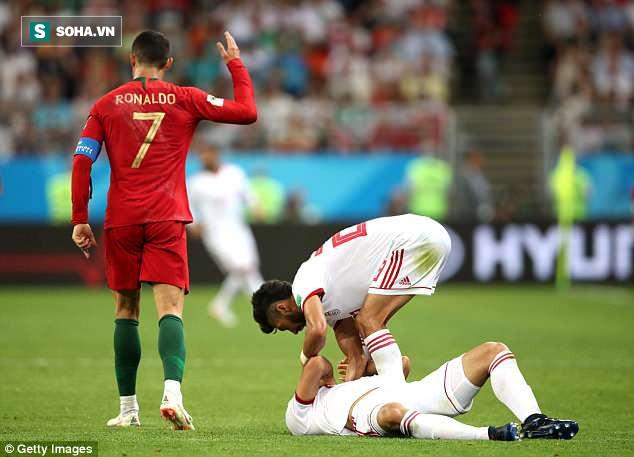 Tranh cãi gay gắt quanh tình huống Ronaldo thoát thẻ đỏ trực tiếp nhờ VAR - Ảnh 1.