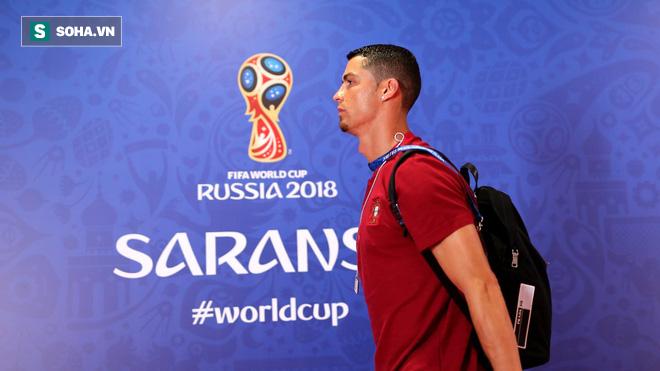 Cận cảnh 90 phút kinh hoàng của Ronaldo: Bế tắc, sút hỏng penalty và suýt nhận thẻ đỏ - Ảnh 1.