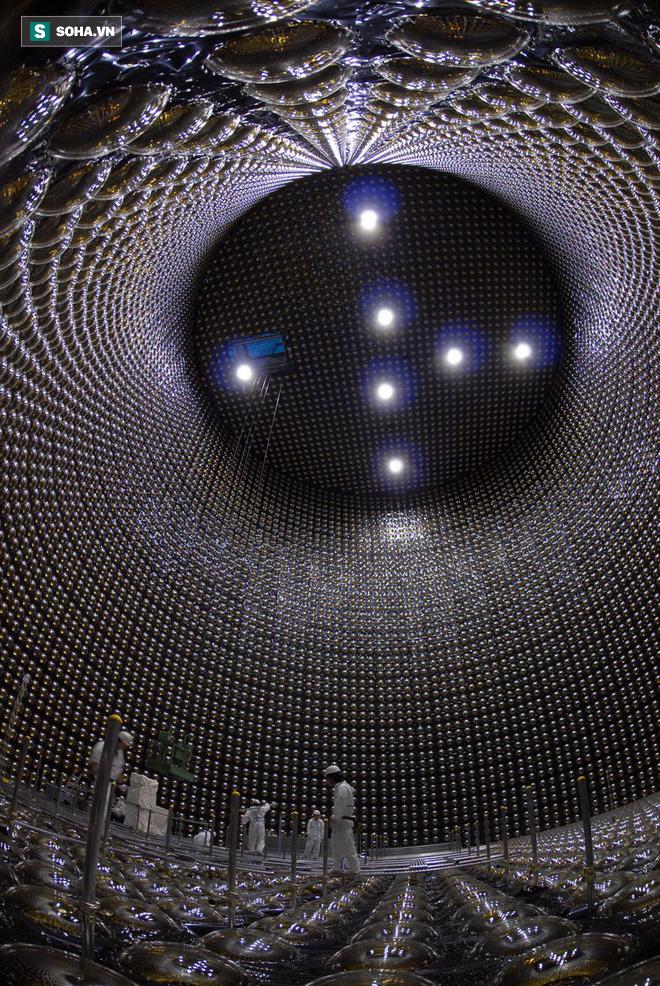 Ẩn sâu 1000m dưới đất, cỗ máy săn loại hạt có thể xuyên qua lớp thép dày 100 năm ánh sáng - Ảnh 1.