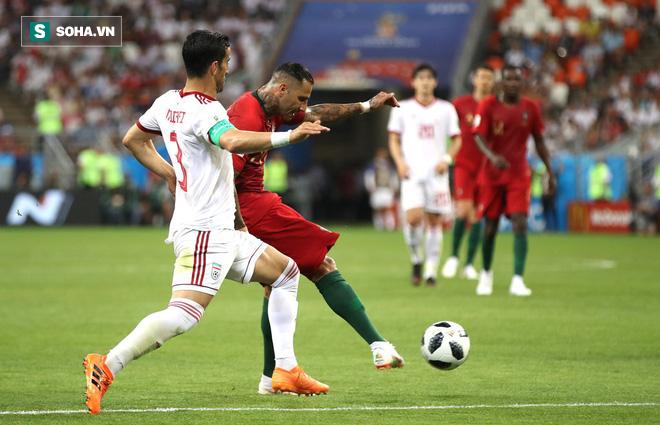 Với đại ca của Ronaldo, cú sút ghi bàn ấy có gì là đáng kể! - Ảnh 1.