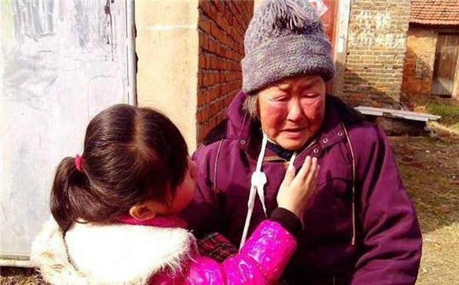 Cháu gái lấy bộ đồ bà may tặng làm giẻ lau, phản ứng của người bố khiến chúng ta nể phục - ảnh 3