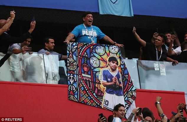 Nóng: Maradona nhập viện khẩn cấp ngay sau chiến thắng kịch tính của Argentina - Ảnh 8.