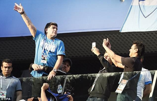 Nóng: Maradona nhập viện khẩn cấp ngay sau chiến thắng kịch tính của Argentina - Ảnh 18.