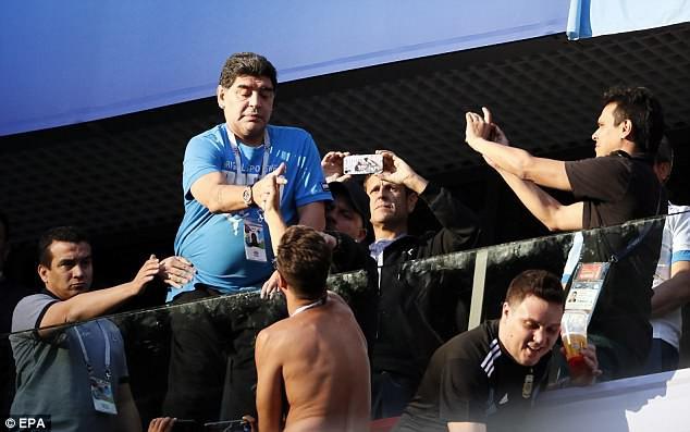 Nóng: Maradona nhập viện khẩn cấp ngay sau chiến thắng kịch tính của Argentina - Ảnh 17.