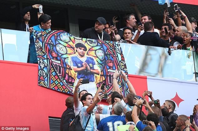 Nóng: Maradona nhập viện khẩn cấp ngay sau chiến thắng kịch tính của Argentina - Ảnh 9.