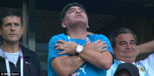 Nóng: Maradona nhập viện khẩn cấp ngay sau chiến thắng kịch tính của Argentina - Ảnh 12.