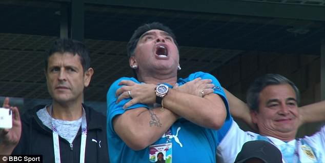 Nóng: Maradona nhập viện khẩn cấp ngay sau chiến thắng kịch tính của Argentina - Ảnh 10.