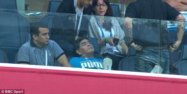 Nóng: Maradona nhập viện khẩn cấp ngay sau chiến thắng kịch tính của Argentina - Ảnh 14.