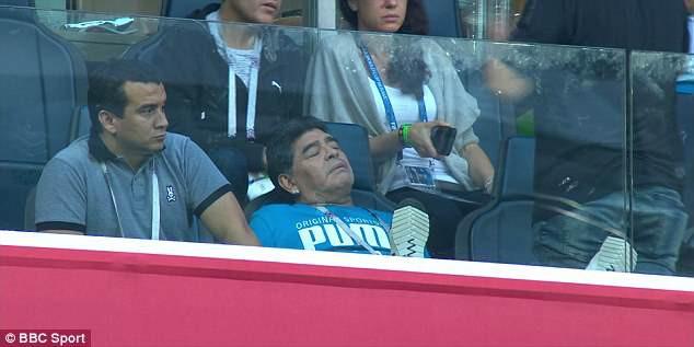 Nóng: Maradona nhập viện khẩn cấp ngay sau chiến thắng kịch tính của Argentina - Ảnh 13.