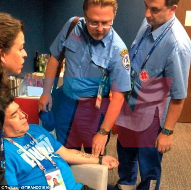 Nóng: Maradona nhập viện khẩn cấp ngay sau chiến thắng kịch tính của Argentina - Ảnh 5.