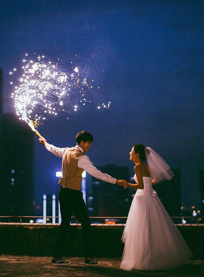 Bộ ảnh cưới đẹp mê đang khuấy đảo MXH: Thần thái quá đỗi tự nhiên, tình và mãn nguyện  - Ảnh 1.