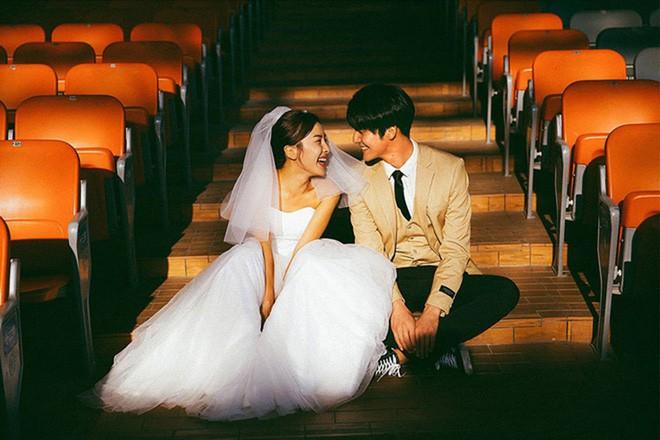 Bộ ảnh cưới đẹp mê đang khuấy đảo MXH: Thần thái quá đỗi tự nhiên, tình và mãn nguyện  - Ảnh 3.