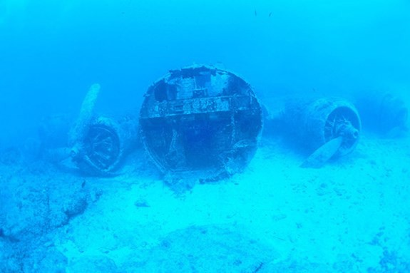 Phát hiện mảnh vỡ máy bay ném bom B-17 của Mỹ ở Biển Bắc - Ảnh 1.