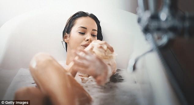 Tắm nước lạnh thì giúp giảm cân nhưng bạn vẫn nên tắm nước nóng 5 lần/tuần và đây là lý do - Ảnh 3.