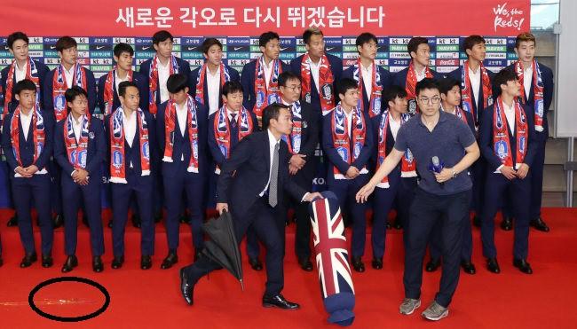 Lập chiến tích ở World Cup, dàn sao Hàn Quốc vẫn bị... ném trứng khi về nước 1