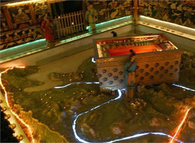 Lăng mộ Tần Thủy Hoàng: Ngàn năm chưa thể giải mã bởi chất kịch độc chứa bên trong - Ảnh 2.