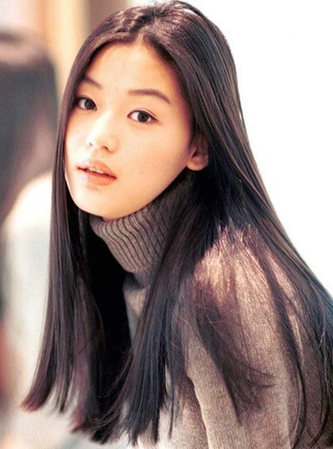 Nhìn lại nhan sắc thuở mới vào nghề mỹ nhân Hoa - Hàn: Người lung linh, kẻ bị chê sến súa, khác lạ không thể nhận ra  - Ảnh 15.