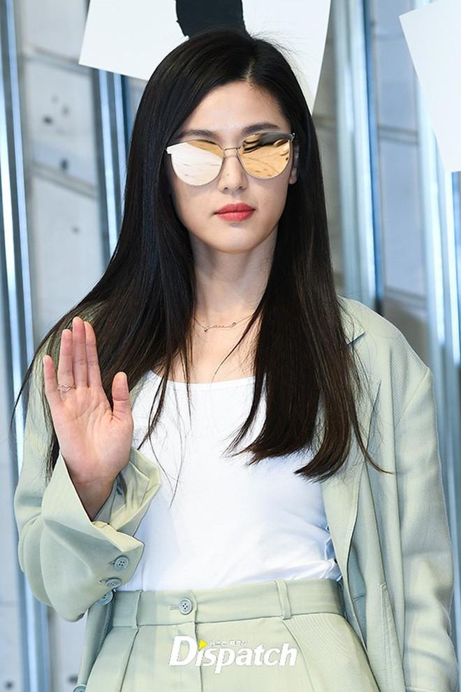Nhìn lại nhan sắc thuở mới vào nghề mỹ nhân Hoa - Hàn: Người lung linh, kẻ bị chê sến súa, khác lạ không thể nhận ra  - Ảnh 18.