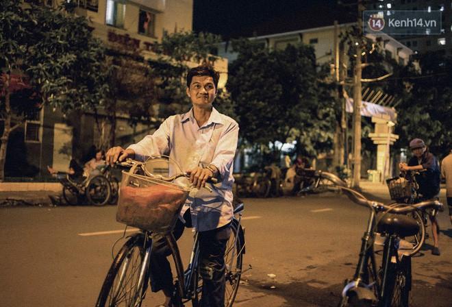 World Cup ở Sài Gòn dễ thương như cách chú Ba đem ti vi ra vỉa hè cho người lao động cùng xem - Ảnh 3.
