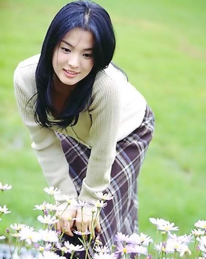 Nhìn lại nhan sắc thuở mới vào nghề mỹ nhân Hoa - Hàn: Người lung linh, kẻ bị chê sến súa, khác lạ không thể nhận ra  - Ảnh 22.