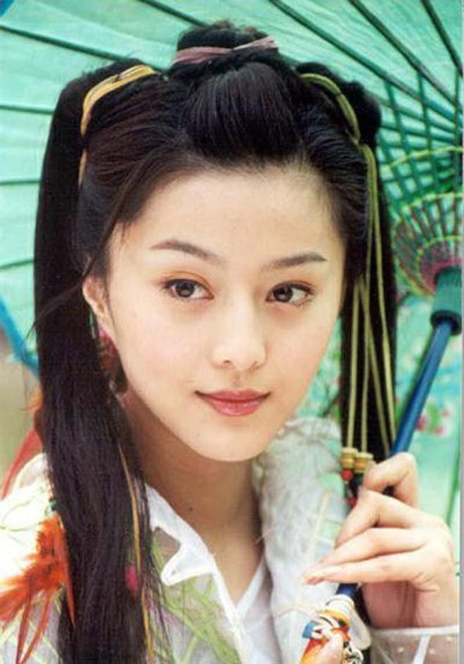 Nhìn lại nhan sắc thuở mới vào nghề mỹ nhân Hoa - Hàn: Người lung linh, kẻ bị chê sến súa, khác lạ không thể nhận ra  - Ảnh 28.