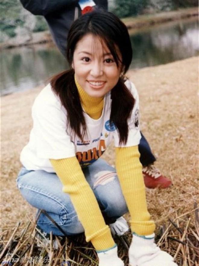 Nhìn lại nhan sắc thuở mới vào nghề mỹ nhân Hoa - Hàn: Người lung linh, kẻ bị chê sến súa, khác lạ không thể nhận ra  - Ảnh 32.
