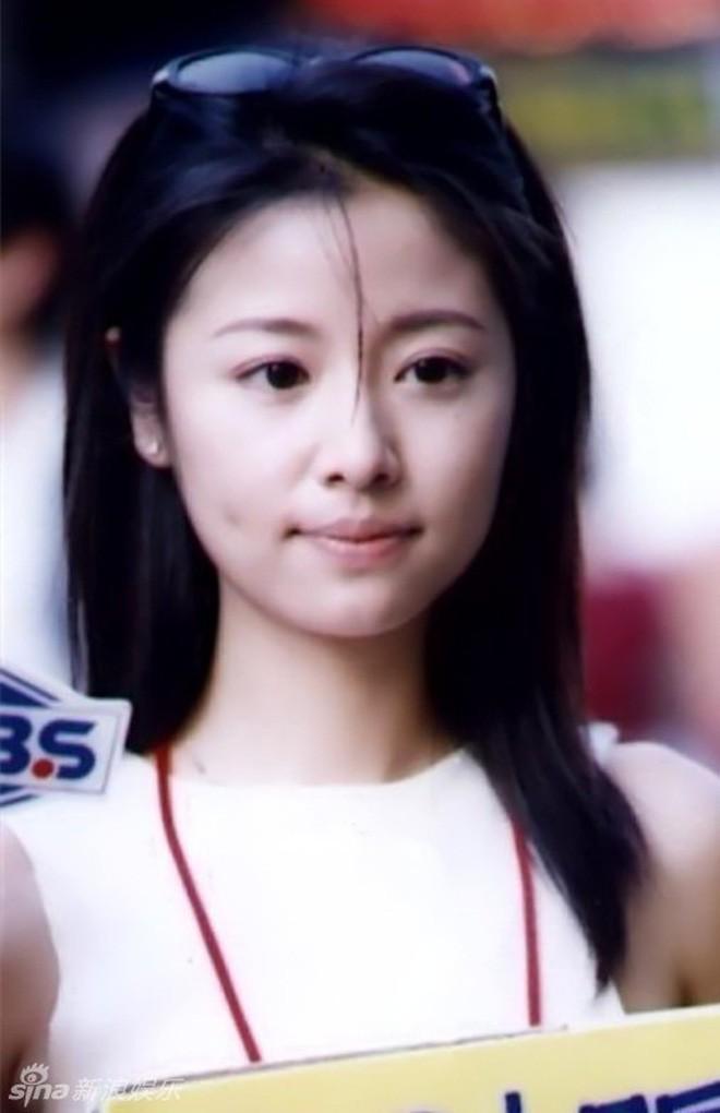 Nhìn lại nhan sắc thuở mới vào nghề mỹ nhân Hoa - Hàn: Người lung linh, kẻ bị chê sến súa, khác lạ không thể nhận ra  - Ảnh 33.
