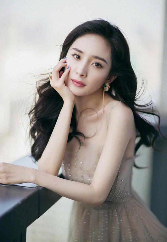 Nhìn lại nhan sắc thuở mới vào nghề mỹ nhân Hoa - Hàn: Người lung linh, kẻ bị chê sến súa, khác lạ không thể nhận ra  - Ảnh 38.