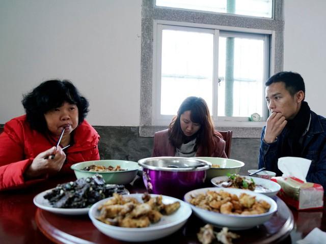 Phía sau dịch vụ cho thuê bạn gái ra mắt gia đình ở Trung Quốc và câu chuyện của cô gái bỏ qua 700 lời mời để chọn 1 chàng trai - Ảnh 10.