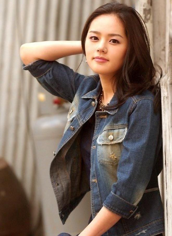 Nhìn lại nhan sắc thuở mới vào nghề mỹ nhân Hoa - Hàn: Người lung linh, kẻ bị chê sến súa, khác lạ không thể nhận ra  - Ảnh 10.