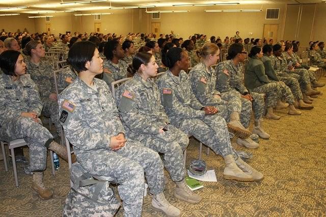 [ẢNH] Nỗi sợ hãi của một số nữ binh sĩ Mỹ không phải là kẻ thù mà là chính nam đồng nghiệp - Ảnh 22.