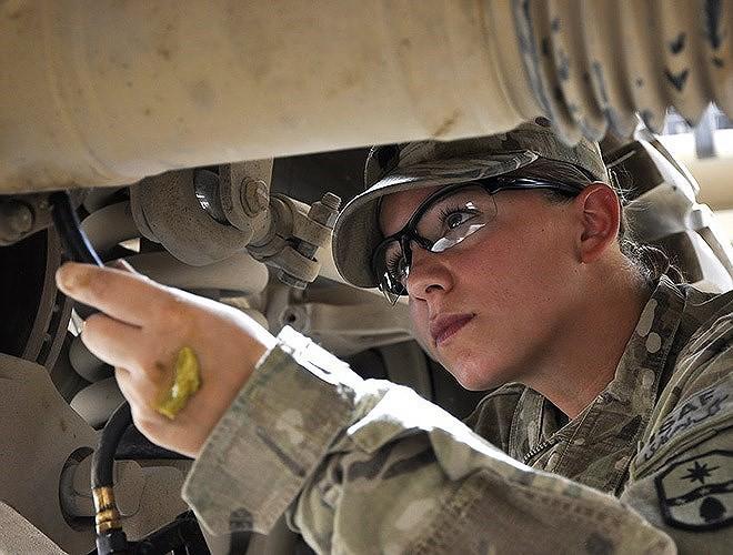 [ẢNH] Nỗi sợ hãi của một số nữ binh sĩ Mỹ không phải là kẻ thù mà là chính nam đồng nghiệp - Ảnh 29.