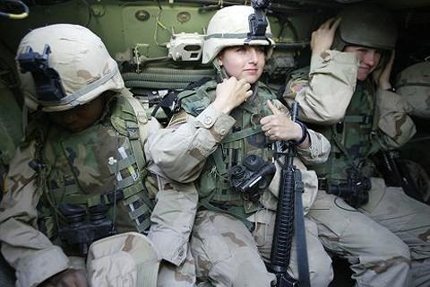 [ẢNH] Nỗi sợ hãi của một số nữ binh sĩ Mỹ không phải là kẻ thù mà là chính nam đồng nghiệp - Ảnh 37.