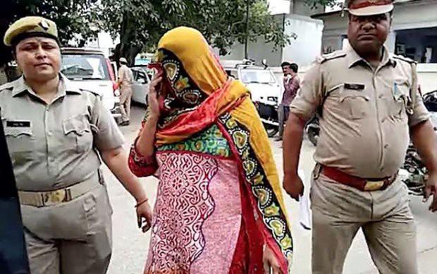 Bị cấm mặc quần jeans, người phụ nữ cùng 4 con gái thuê sát thủ giết chồng - Ảnh 2.