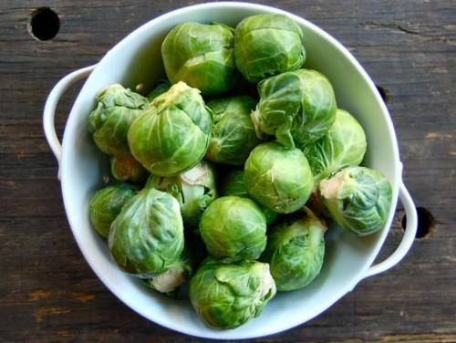 7 loại rau củ ăn sống có nguy cơ NGỘ ĐỘC THỰC PHẨM rất cao - Ảnh 2.