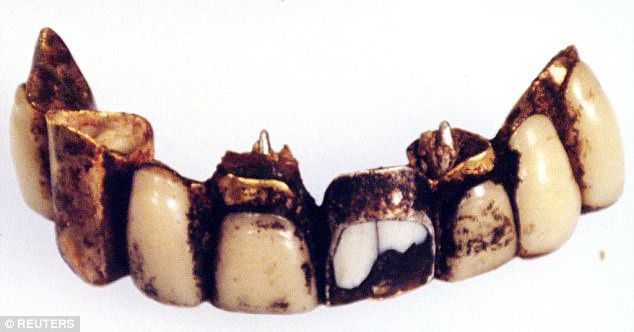 Chuyện chưa kể về hàm răng bọc vàng của Adolf Hitler và nhiệm vụ kỳ lạ nhất Thế Chiến 2 - Ảnh 3.