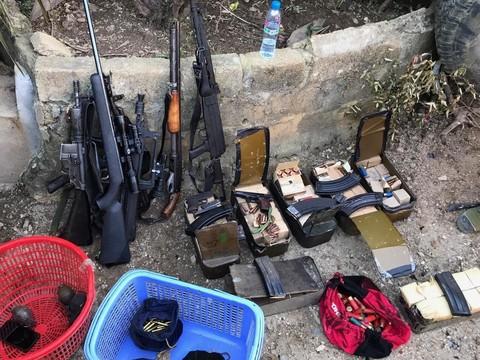 Tiếp cận nhà ông trùm Nguyễn Thanh Tuân, có 3 thi thể trên tay nắm chặt 3 khẩu súng - Ảnh 1.