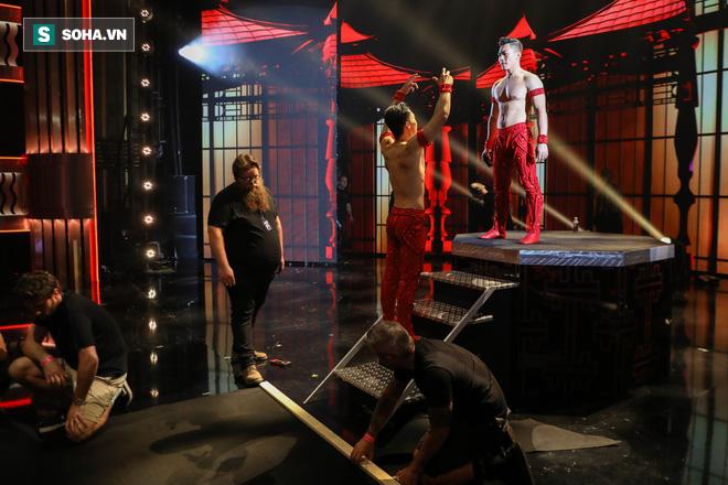 Độc quyền từ Anh: BTC Britains Got Talent nhầm phông nền Trung Quốc, Quốc Cơ - Quốc Nghiệp kiên quyết đòi thay đổi, từ chối diễn - Ảnh 2.