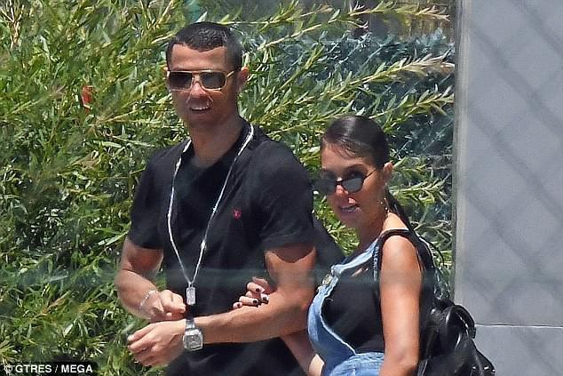 Ronaldo kéo dài kỳ nghỉ cùng bạn gái, bất chấp World Cup 2018 cận kề - Ảnh 1.
