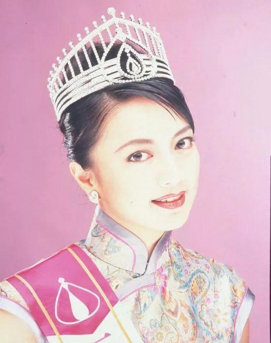 Cuộc đời lận đận của Hoa hậu Hong Kong: Nợ nần chồng chất, phải thế chấp vương miện - ảnh 1