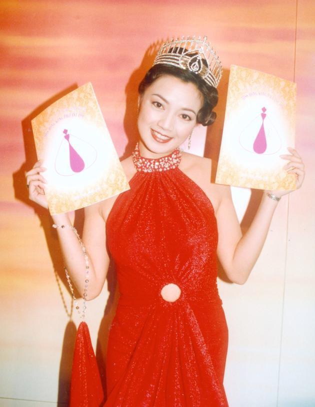 Cuộc đời lận đận của Hoa hậu Hong Kong: Nợ nần chồng chất, phải thế chấp vương miện - ảnh 2