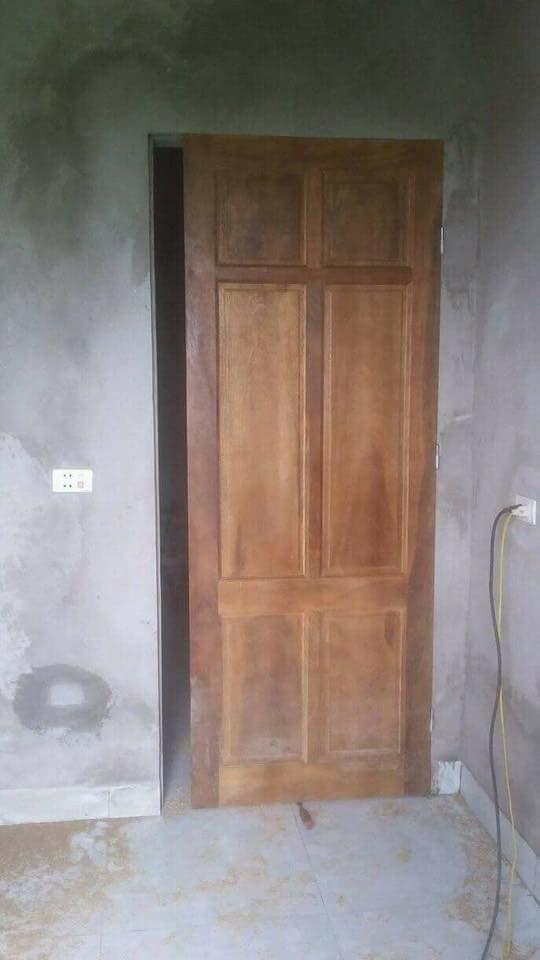 Chiếc cửa hở khe lắp cửa buồng tân hôn vợ chồng trẻ khiến ai nhìn cũng toát mồ hôi: Thế này thì còn làm ăn gì nữa? - Ảnh 2.