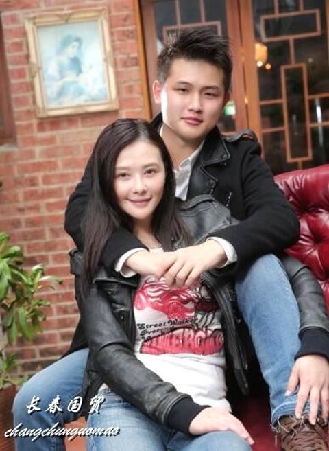 Biểu tượng gợi cảm Đài Loan cưới tài xế Uber kém 15 tuổi, lương 23 triệu: Anh ấy bảo sẽ nuôi tôi - Ảnh 4.