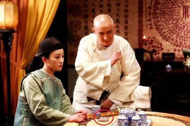 Sạn gây cười ở phim cổ trang: Thái thượng lão quân dùng Macbook, Vi Tiểu Bảo xài Iphone - Ảnh 2.