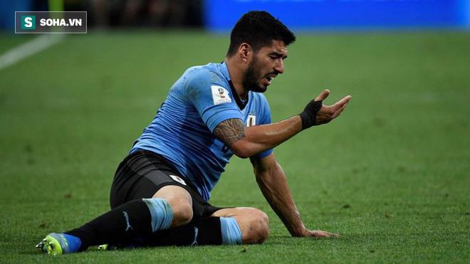 Tưởng Ronaldo và đồng đội chơi không đẹp, hóa ra Suarez lại diễn trò ăn vạ 2