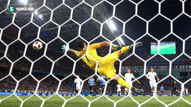 Song sát đổi vai, Ronaldo rời World Cup trong tột cùng cô đơn và cay đắng - Ảnh 2.