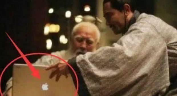 Sạn gây cười ở phim cổ trang: Thái thượng lão quân dùng Macbook, Vi Tiểu Bảo xài Iphone - Ảnh 1.