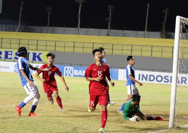 HLV Hoàng Anh Tuấn ngao ngán, trách học trò sau màn bị loại xấu xí của U19 Việt Nam - Ảnh 1.