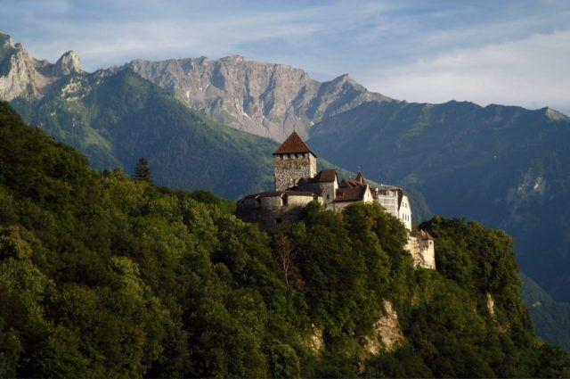 Thụy Sĩ xâm lược láng giềng 3 lần, vì nhầm lẫn - Ảnh 1.